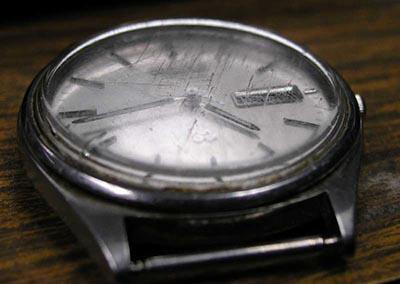 Rimuovere graffi orologio acciaio